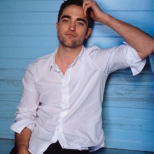 I have no excuse as to why I am including this pic. Other than, it's DiorRob, and just look at him...sexy smirky guy. Mmmmm