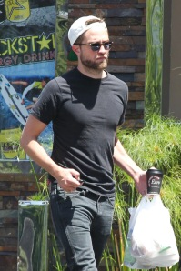 God, I love this man in a black t-shirt... Totally not fan fic related.