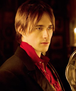 REEVE-CARNEY-AS-DORIAN-GRAY-PENNY-DREADFUL-lr
